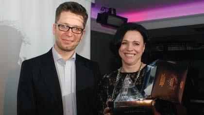 Barbara Jończyk, prezes Klubu Integracji Europejskiej, wręczyła nagrodę specjalną