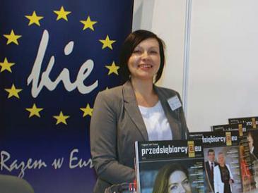 Aneta Sienicka na stoisku Klubu Integracji Europejskiej