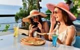 Lato w gastronomii – jak utrzymać świeżość posiłków i nie narażać zdrowia klientów?