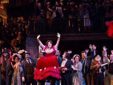 """Znów odwiedzamy Metropolitan Opera, w sobotę """"Cyganeria"""" Pucciniego z Pavarottim"""
