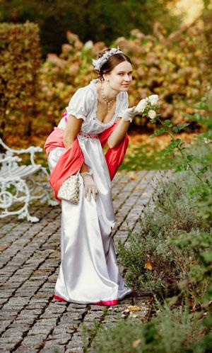 Debiutantka w pałacowym ogrodzie w Wilanowie