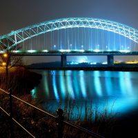 Zastąpił go efektowny łukowy Silver Jubilee Bridge