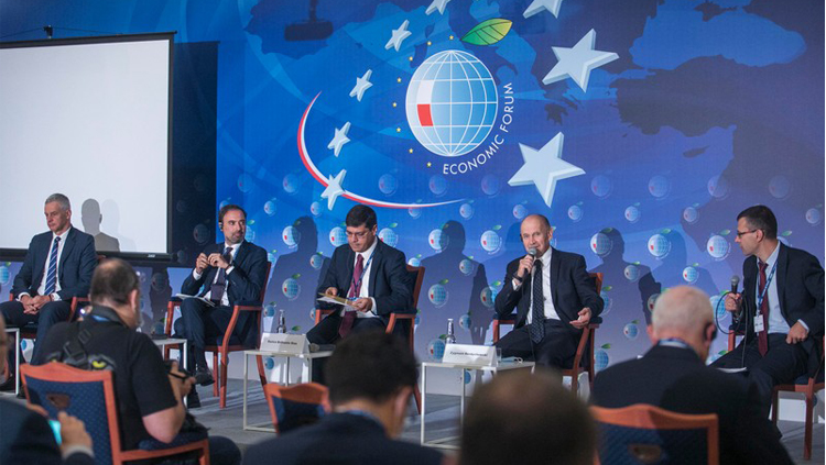 Zygmunt Berdychowski zabiera głos podczas debaty na poprzednim Forum Ekonomicznym